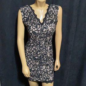 ‼️ NWT Beautiful Lace Zip Back Dress